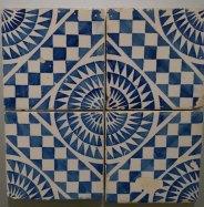 Rajola de mostra blanc i blau. Segle XIX.