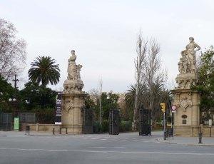 Entrada al parc pel passei de Picasso amb l'avinguda del Marquès de l'Argentera.