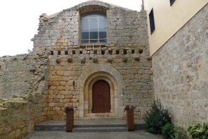 Façana de la capella del castell.