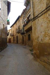 Un carrer del poble.