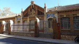 Escoles Prat de la Riba. Façana principal.