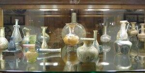 Peces de vidre antigues.