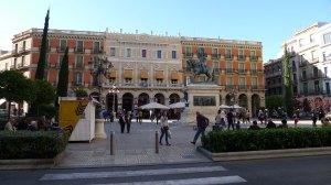 Plaça de Prim i Teatre Fortuny.