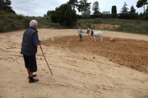 Feines de preparació de la terra a Can Quintana. Foto: Museu de la Terrissa.