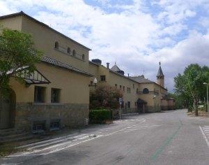 El pavelló Marina i l'església.