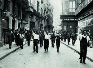 Milicians al carrer Ample durant la revolució de juliol de 1936. AFB. Pérez de Rozas.