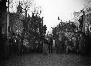 Manifestació per la caiguda de Madrid, 1939. AFB. Pérez de Rozas.