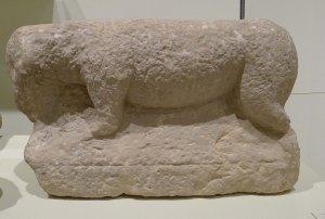 Escultura zoomorfa de bou o de corder, d'època ibera.
