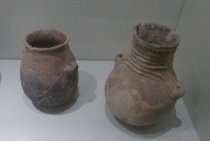 Vasos amb anses del neolític.