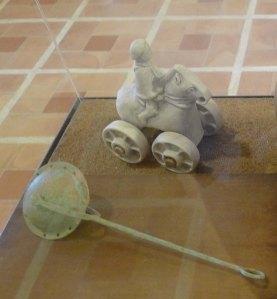 Sonall i cavallet amb cavaller amb rodes per arrossegar. Reproduccions.