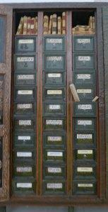Interior de l'armari-arxiu.