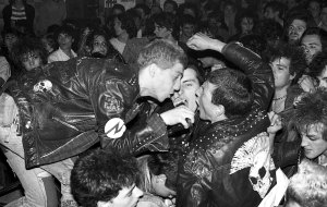 11.Xavier Mercadé - Actuació del grup Piorreah a l'Ateneu de Nou Barris, 30 de maig de 1985. Col·lecció de l'artista, Barcelona.