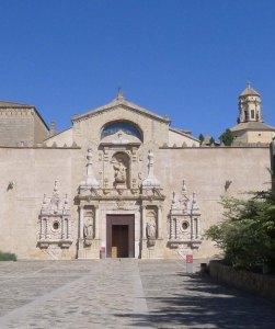 Façana barroca de l'església major.
